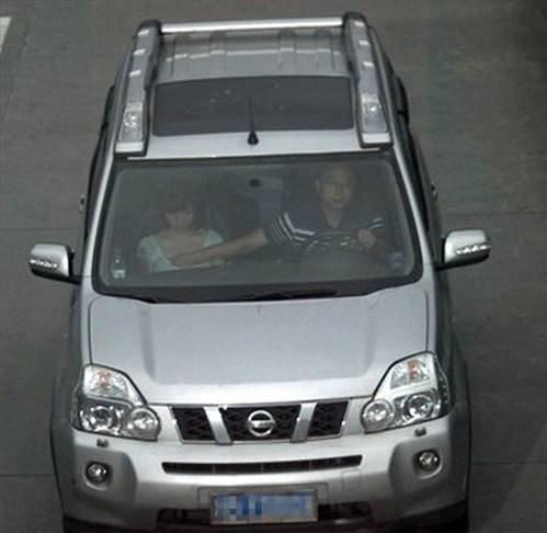 Komik Fotolar - Arabanın içine dikkat